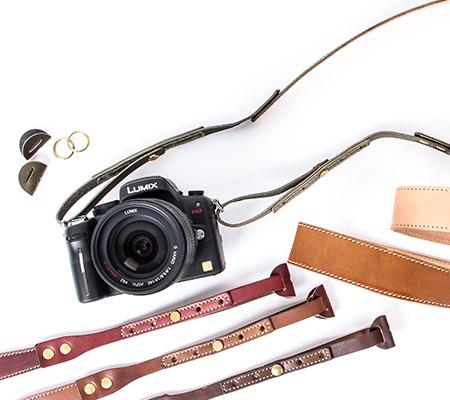 ブラウンブラウンのレザーカメラストラップ