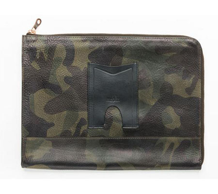 モブリス Camo Leather Clutch Bag