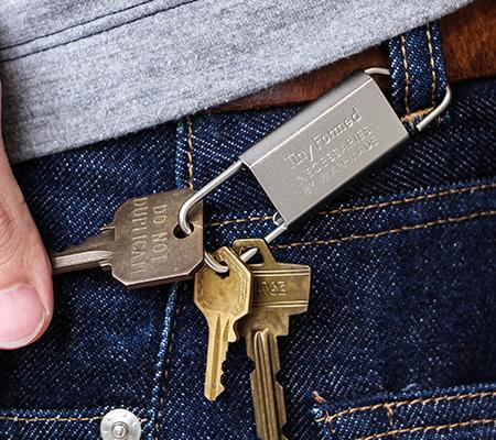 タイニーフォームドのキーホルダー Tiny metal key fold