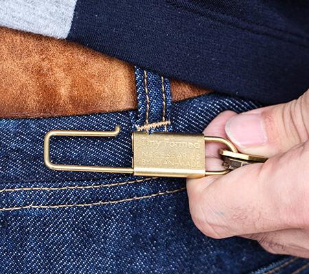 タイニーフォームドのキーリング Tiny metal key shackle