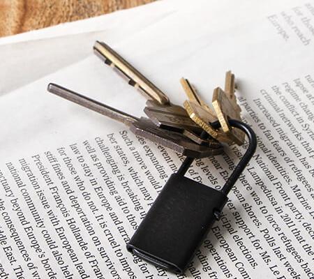 タイニーフォームド Tiny metal key chain ブラック
