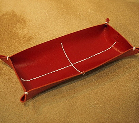 カクラの革トレイ ペン メガネ レッド白糸