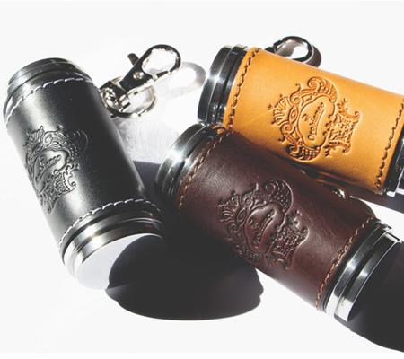 オロビアンコの革貼り筒型携帯灰皿
