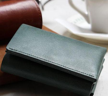 ファブリック しっかり入ってコンパクトな財布 TRI-FOLD WALLET