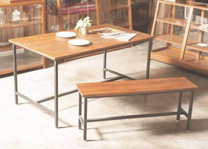 ポッシュリビングのダイニングテーブル EWIG