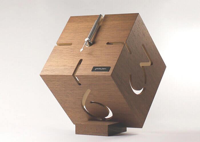 ヤマト工芸の置き時計 PUZZLE STAND TYPE