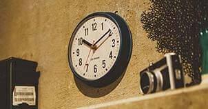 おしゃれな小型の掛け時計