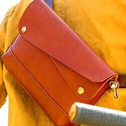 珍しい デザイン性が優れた クラッチバッグ