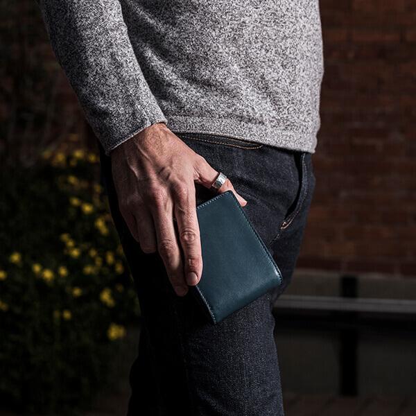 ブースターズ カード大容量二つ折り財布